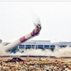 华南轮胎厂烟囱成功爆破拆除